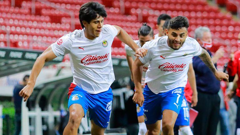 Macías y Vega, previo a un juego de Chivas