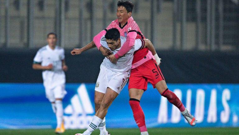 Raúl Jiménez en el partido ante Corea del Sur
