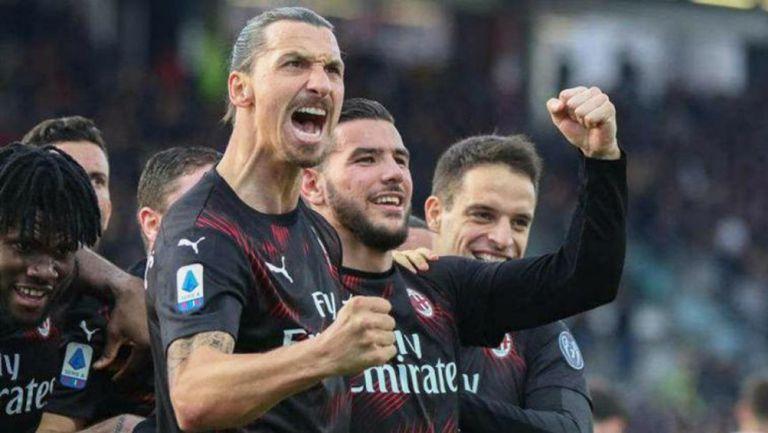 Zlatan Ibrahimovic celebra gol con el Milan