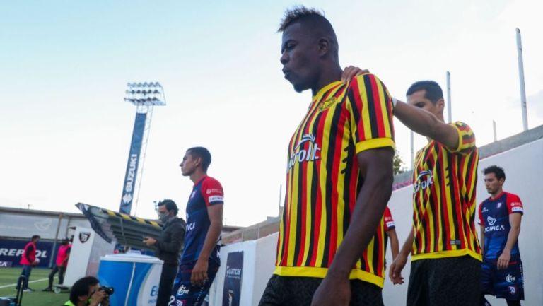 Jugadores de Leones Negros previo a un partido