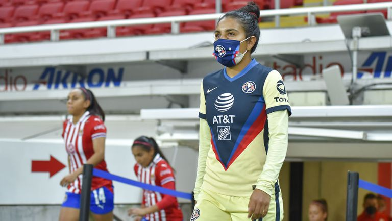 Jugadoras de América y Chivas previo al Clásico