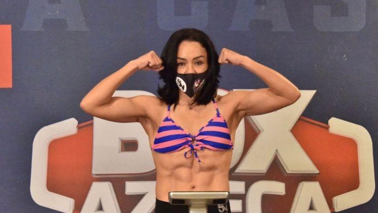 Jackie Nava en el pesaje contra Marisol Corona