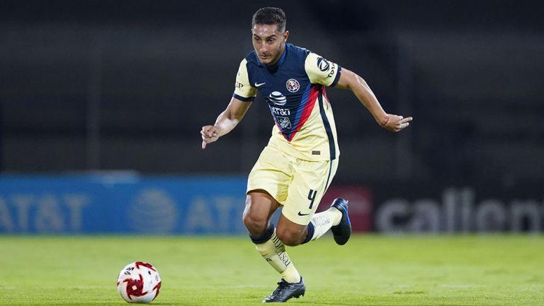 Sebastián Cáceres en un partido con América