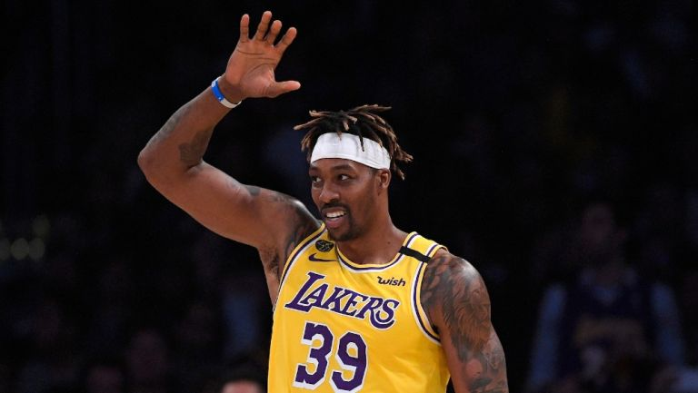 Dwight Howard durante un partido con Lakers