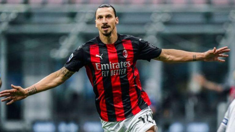 Zlatan Ibrahimovic festeja un gol con el Milan