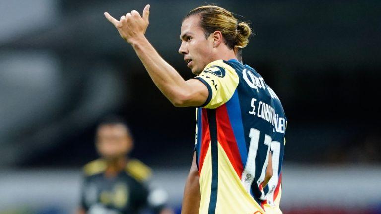 Córdova celebrando un gol con las Águilas