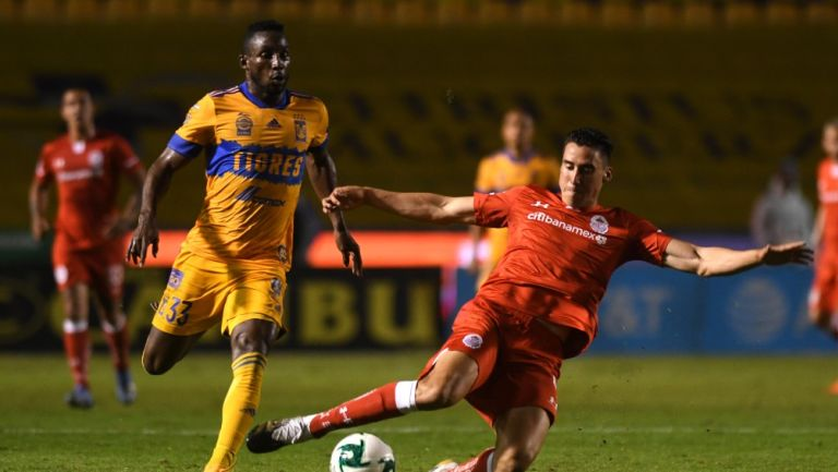 Julián Quiñones en partido ante Toluca