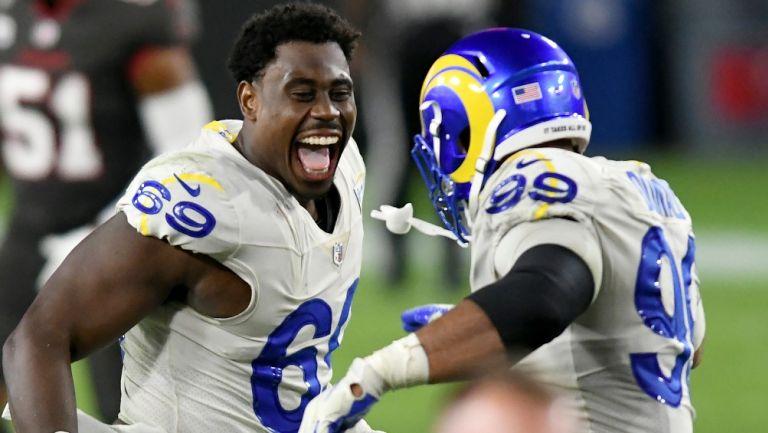Jugadores de Rams festejan el triunfo