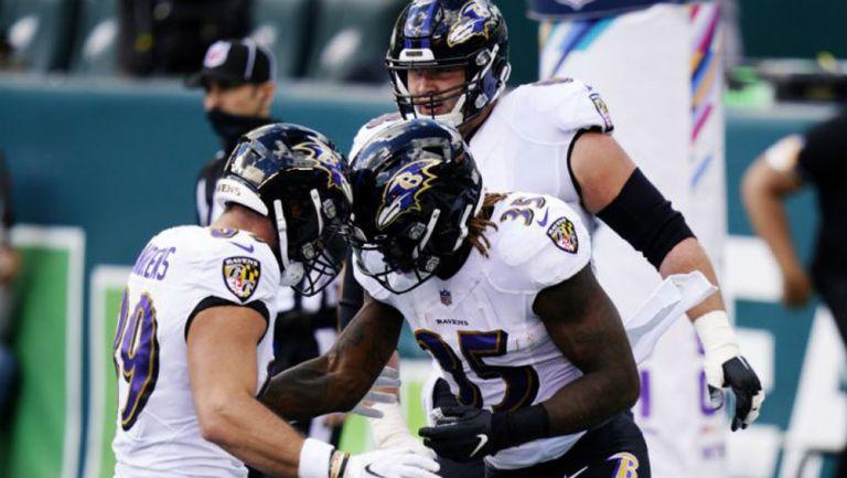 Jugadores de Baltimore celebran touchdown