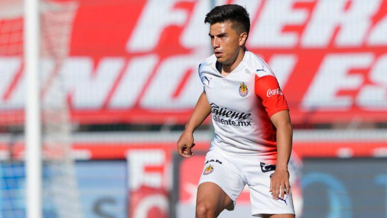 Fernando Beltrán durante un duelo con Chivas