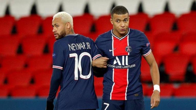 Neymar y Mbappé en el partido
