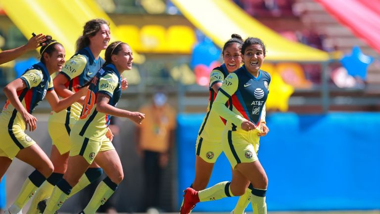 Cassandra Cuevas celebrando gol ante Chivas