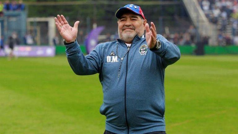 Diego Maradona durante un partido con Gimnasia y Esgrima