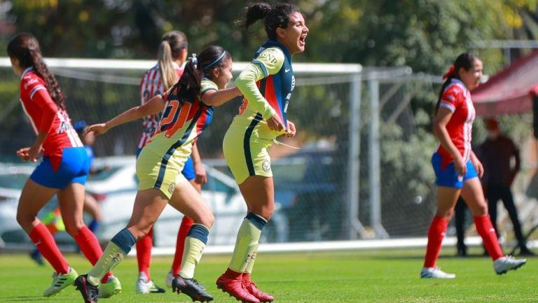 Casandra Cuevas luego de anotar gol ante Chivas