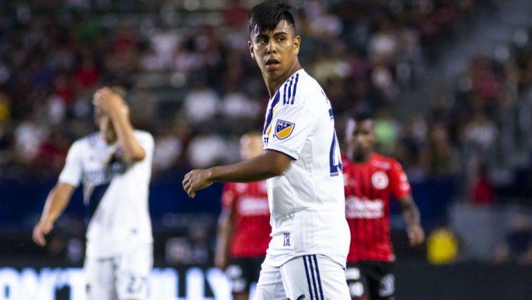 Efraín Álvarez en acción con LA Galaxy