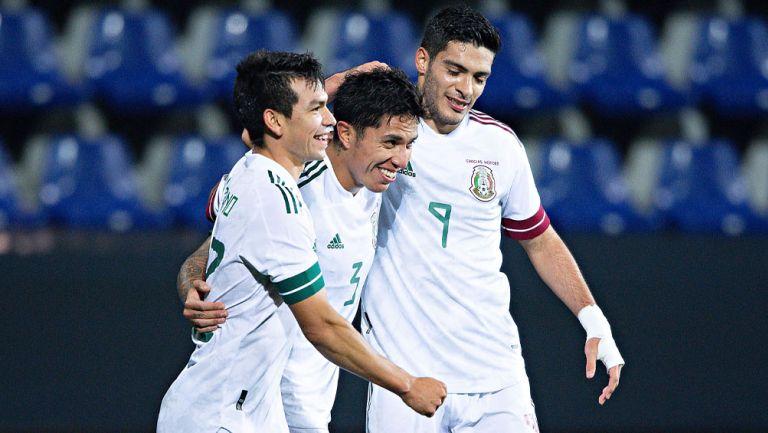 Lozano, Salcedo y Jiménez durante un duelo con el Tri