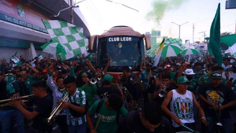 Recibimiento a León previo al partido vs Puebla