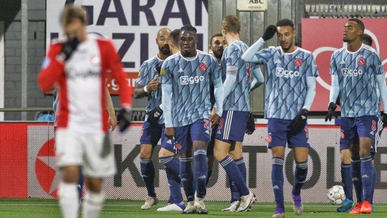 Jugadores de Ajax festejando un gol conseguido