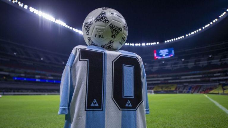 El Estadio Azteca rindió un homenaje a Maradona