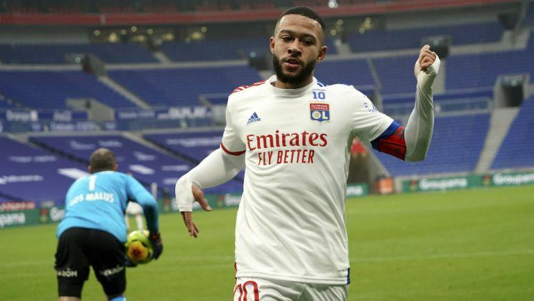 Depay en partido con Lyon