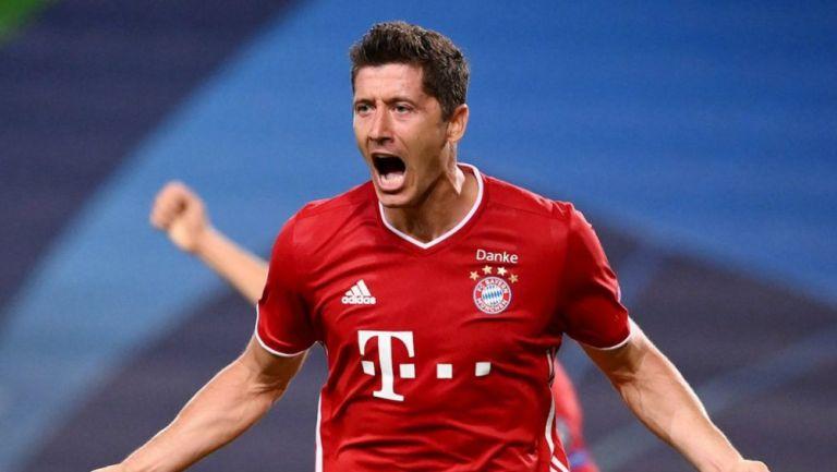 Lewandowski en festejo de gol