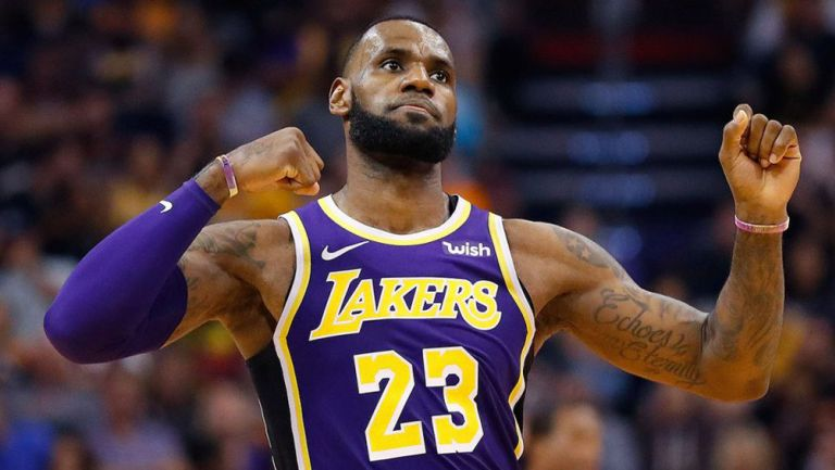 LeBron James seguirá con Lakers hasta el 2023