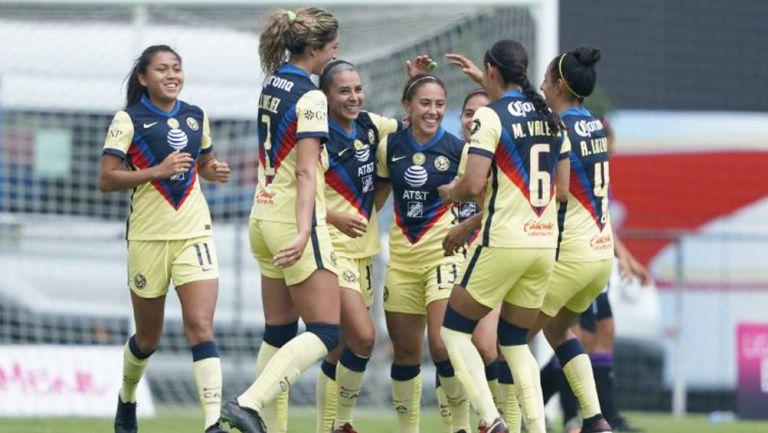 Juagdoras del América celebran gol ante Mazatlán FC