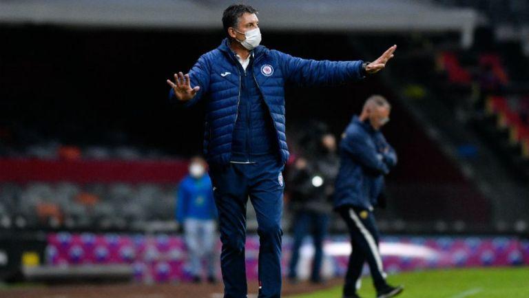 Robert Dante Siboldi, entrenador de Cruz Azul, ante Pumas