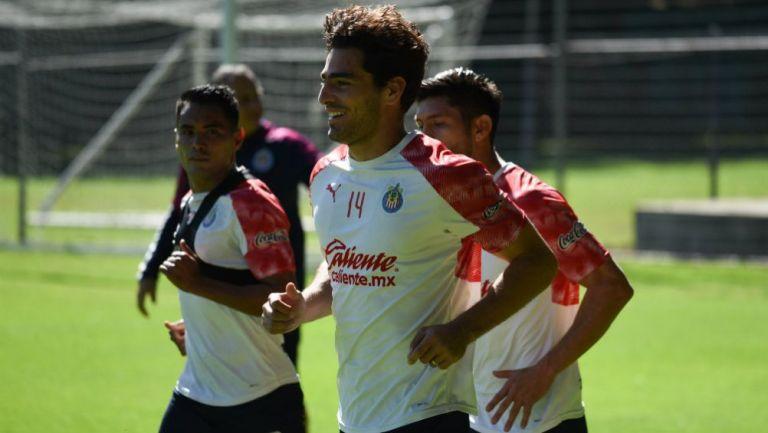 Antonio Briseño en práctica con Chivas