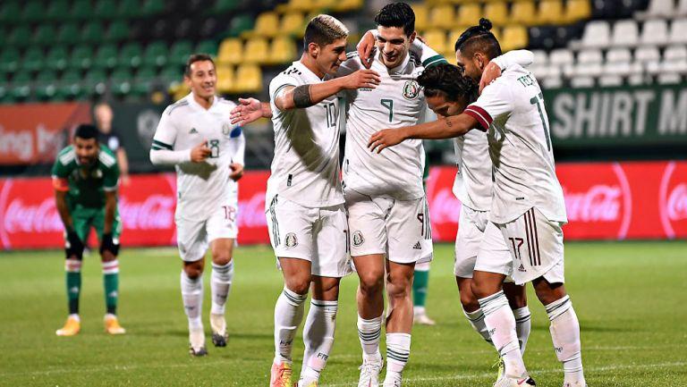 Jugadores del Tri festeja un gol en partido amistoso
