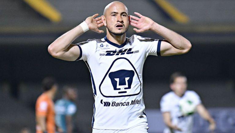 Carlos González celebra su gol en la Final con Pumas