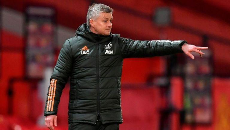 Ole Gunnar Solskjaer dirigiendo un partido del Manchester United