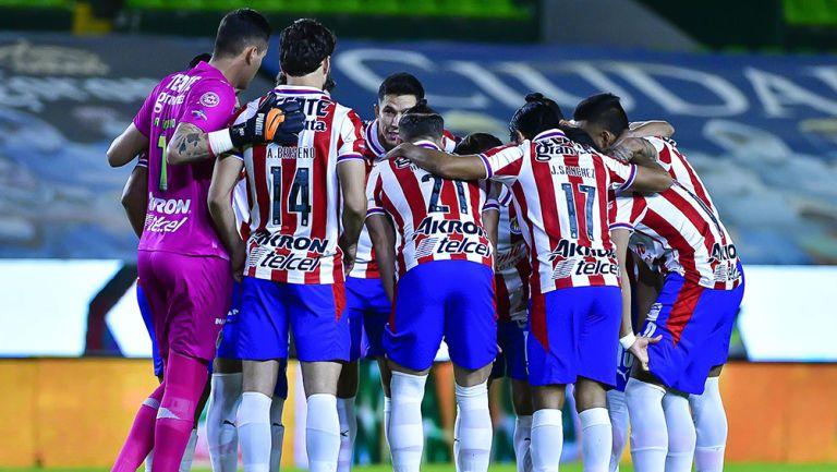 Jugadores de Chivas previo al partido contra León