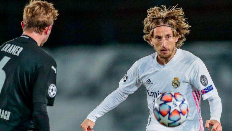 Luka Modric durante un partido con el Real Madrid