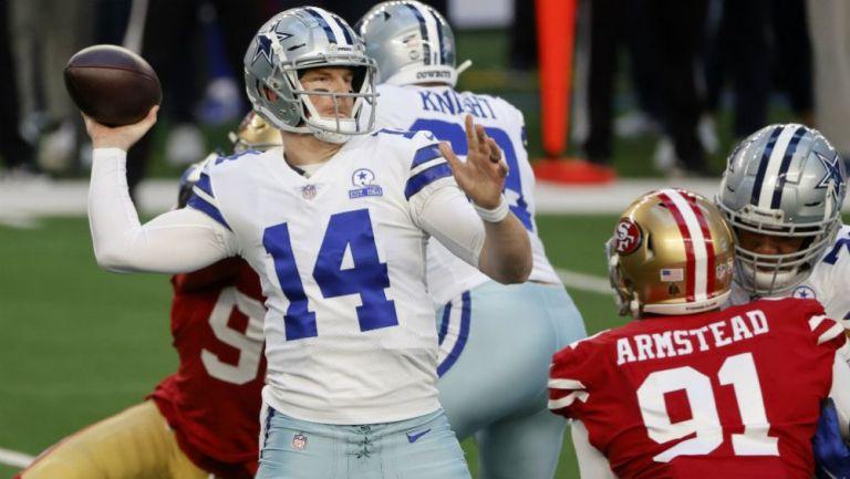 Andy Dalton en acción con Cowboys ante Niners