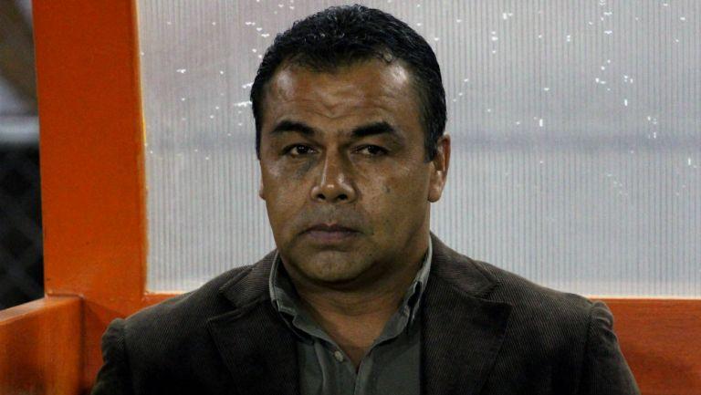 Fernando Palomeque dirigiendo un partido