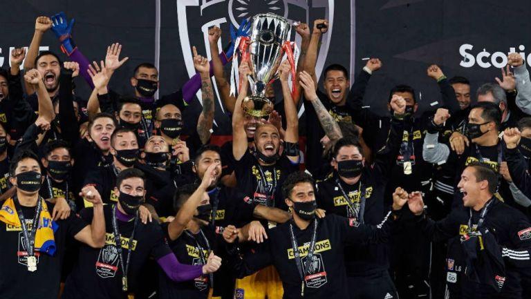 Tigres celebrando el título de la Concachampions