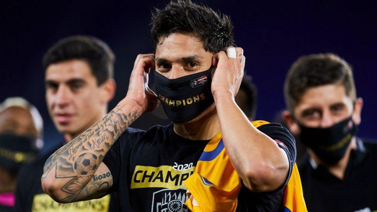 Tigres: Carlos Salcedo y Paco Villa protagonizan discusión en Twitter