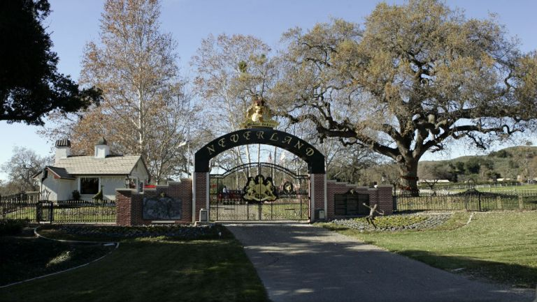 Entrada de Neverland, mansión de Michael Jackson
