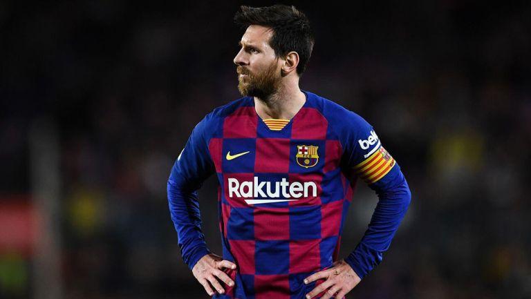 Lionel Messi durante un duelo con Barcelona