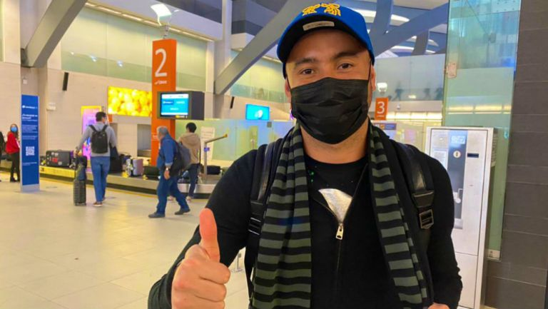 Carlos González a su llegada a Monterrey