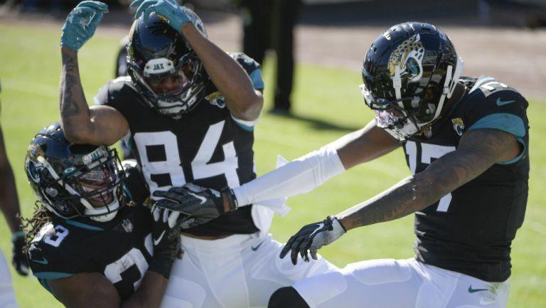 Jaguars en festejo de TD