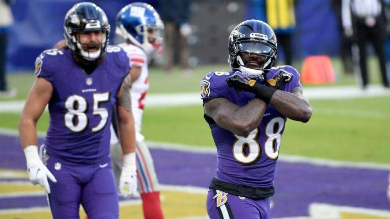 Dez Bryant celebrando la anotación conseguida con los Ravens