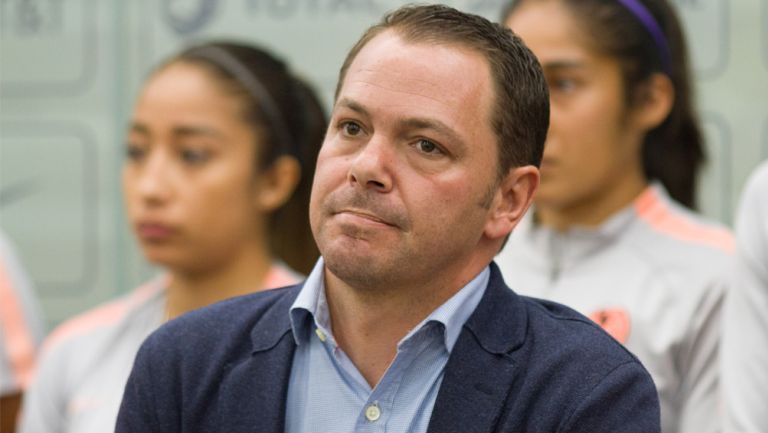 Santiago Baños, en un evento del América Femenil