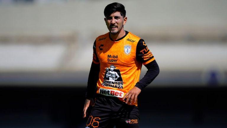 Víctor Guzmán en un partido del Pachuca