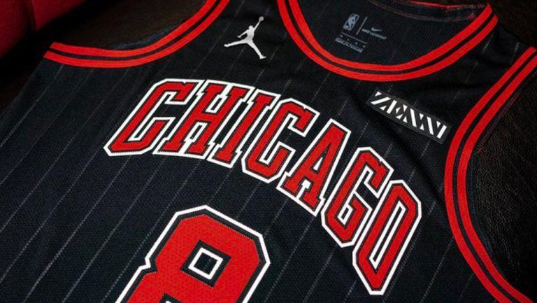 Playera de los Bulls con el logotipo de 'Su Majestad'