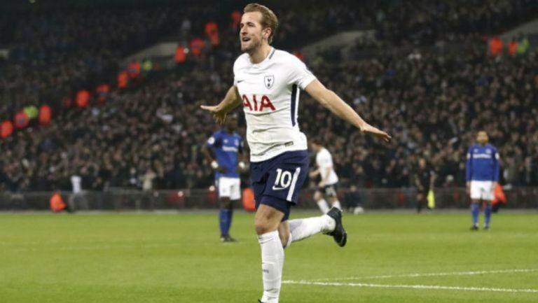 Harry Kane celebra una anotación con Tottenham
