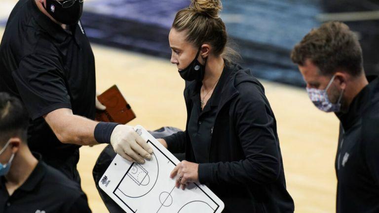 NBA: Becky Hammon se convirtió en la primera mujer en dirigir a un equipo
