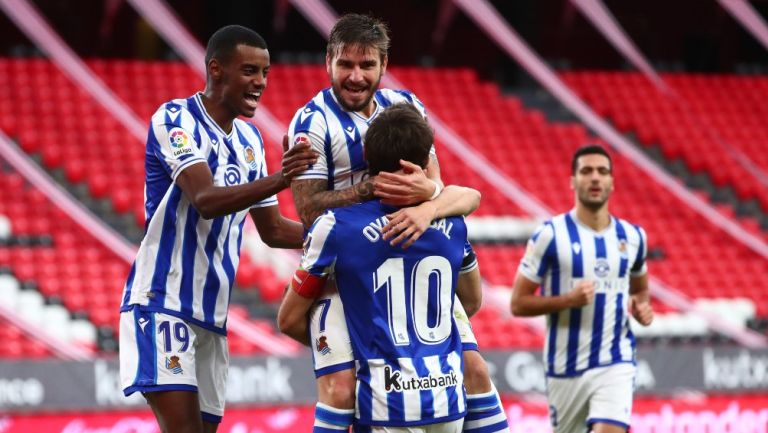 Jugadores de la Real Sociedad celebran gol vs Athletic