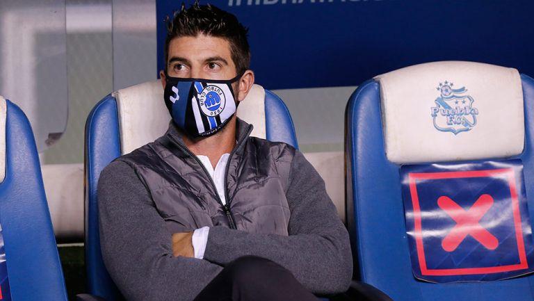 Alex Diego observa un partido